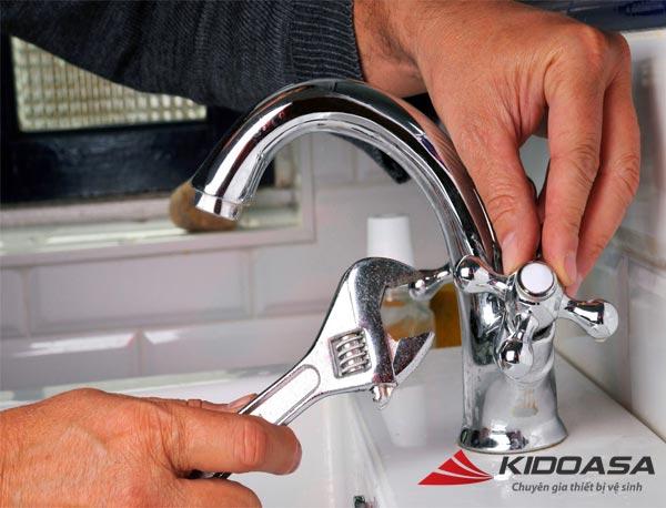 kiểm tra vòi tắm và ống nước - kidoasa